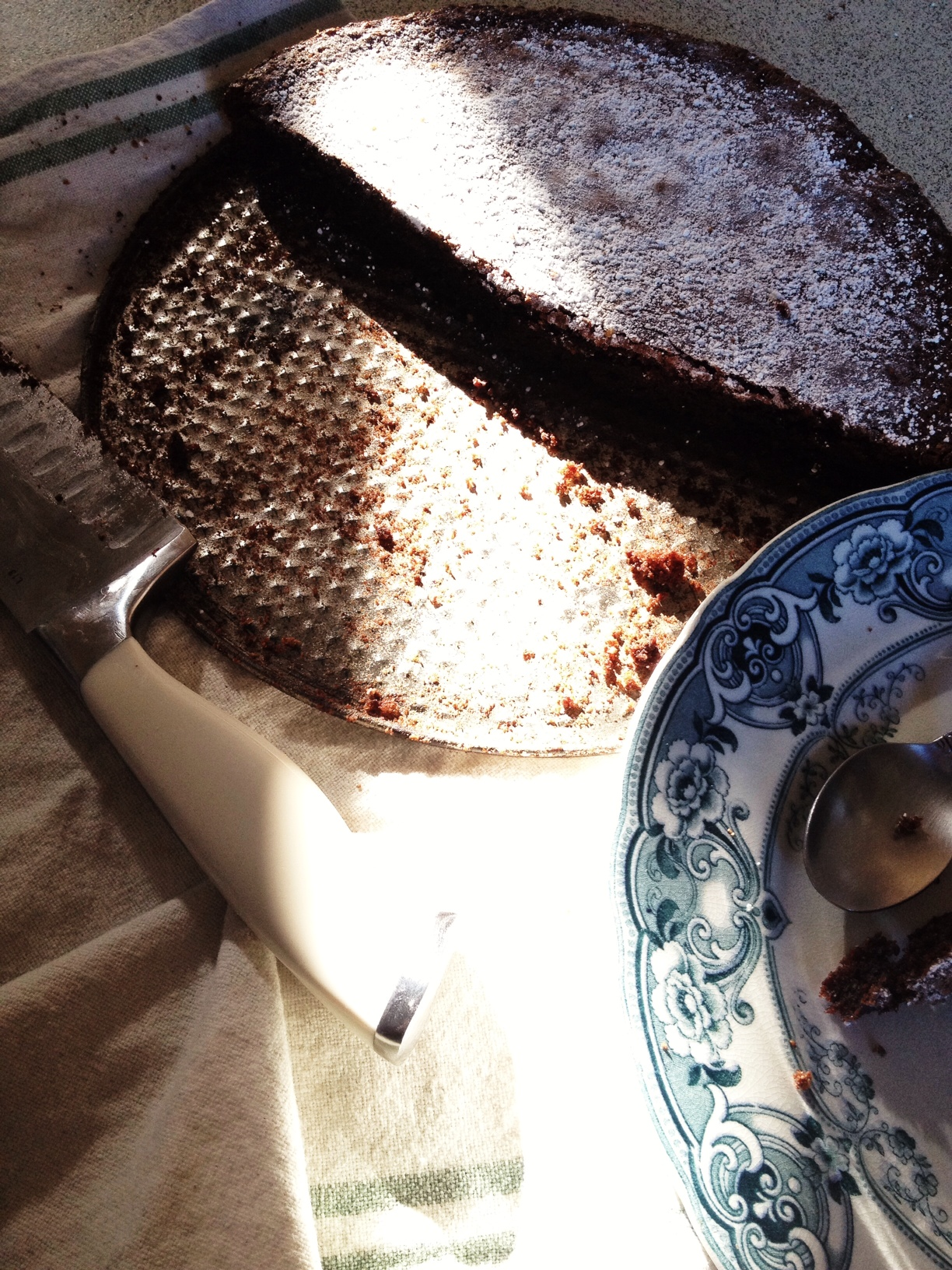 Marley & Lockyer - Paleo gluten free chocolate cake